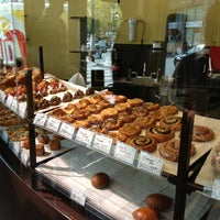 Foto tomada en Fuji Bakery por Alex A. el 9/20/2013