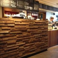 3/16/2013 tarihinde Alex A.ziyaretçi tarafından Pavement Coffeehouse'de çekilen fotoğraf