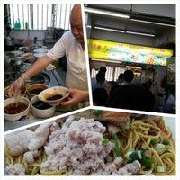 Photo prise au Hill Street Tai Hwa Pork Noodle 吊桥头大华猪肉粿条 par Bayu U. le12/3/2014