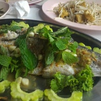 Photo taken at แดง โภชนา by Kookie K. on 2/27/2016