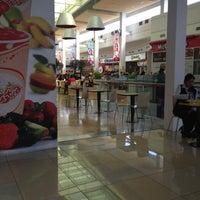 Photo taken at Food Court Mall Aventura Plaza by Brenda Denisse🌼 on 5/10/2013
