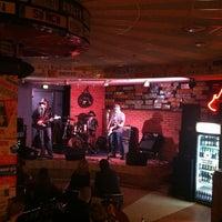 Снимок сделан в Музыкальный клуб «Колесо» пользователем Марина Б. 3/29/2013