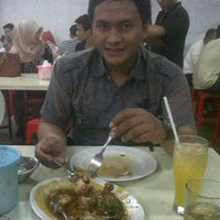 Photo taken at Benhil Santika Baru Seafood (Jakarta Capital Region) by Nani N. on 7/20/2013