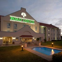 Photo taken at Road Lodge East London by City Lodge Hotel Group on 5/8/2014