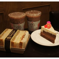 Photo taken at The Coffee Bean & Tea Leaf by simply LANG™ on 6/7/2013