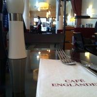 Das Foto wurde bei Cafe Engländer von Matthias B. am 3/7/2013 aufgenommen