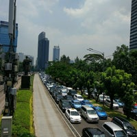 Photo taken at Halte TransJakarta Dukuh Atas 2 by Romy S. on 2/23/2017