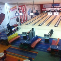 Photo taken at Universal Bowling Center by 9o9 ✨ on 4/7/2013