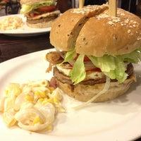 Photo taken at Kraze Burgers by Jabez Nahum L. on 9/29/2012