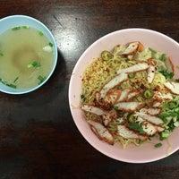 Photo taken at ต้นอ้อยอาหารตามสั่ง by Leonard F. on 12/8/2016
