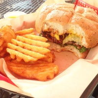 Photo taken at Fresh Grill Burgers & Fries by Julian S. on 8/21/2015