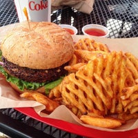 Photo taken at Fresh Grill Burgers & Fries by Julian S. on 7/21/2015