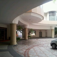 Photo taken at Sheraton Surabaya Hotel & Towers by Rini S. on 1/18/2013