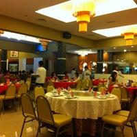 Photo taken at Restoran Hai Thian by Fiona L. on 2/15/2013