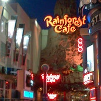 Photo taken at Rainforest Cafe by Carlos Olmo V. on 6/5/2013