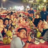 Photo taken at Kampung seafood Jimbaran by Ronni B. on 9/5/2015