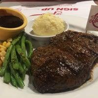 Foto tirada no(a) Holycow! Steakhouse por Ronni B. em 7/28/2017