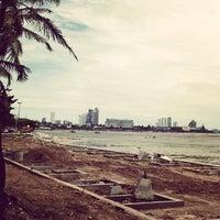 Photo taken at ชายหาดโรงแรมชลจันทร์ by Supakorn K. on 7/24/2013