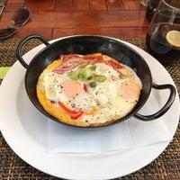 Das Foto wurde bei Amigos - Food Lounge von Alpaslan F. am 9/27/2016 aufgenommen