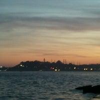 Das Foto wurde bei Kabataş Sahili von Onur T. am 2/26/2013 aufgenommen