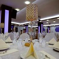 2/23/2013 tarihinde Salon Yakamoz Düğün Davet Salonlarıziyaretçi tarafından Yakamoz Düğün Salonu'de çekilen fotoğraf