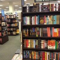 Foto tomada en Barnes & Noble por Daniel G. el 8/25/2013