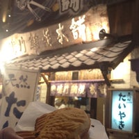 Photo taken at 鳴門 鯛焼本舗 阪急三宮駅前店 by 狭山 on 9/1/2012