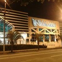 Foto tirada no(a) Shopping Neumarkt por Thiago P. em 5/18/2013