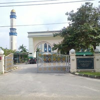 Photo taken at Masjid Baru Kg Sg Merab Luar by Hafeez R. on 9/13/2013