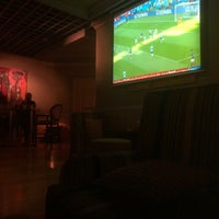 รูปภาพถ่ายที่ The K Lounge, The K Hotel โดย Abdulrahman A. เมื่อ 7/1/2018