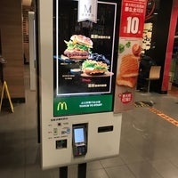 Photo taken at McDonald's (麦当劳) by Scooter T. on 11/18/2017