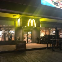 Photo taken at McDonald's (麦当劳) by Scooter T. on 11/15/2017