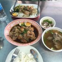 Photo taken at ร้านขาหมูวังทอง by Whacha C. on 7/1/2015
