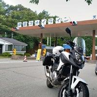 Photo taken at 伊豆スカイライン 天城高原料金所 by ラブコメ 廃. on 8/4/2018