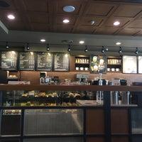 Photo taken at Starbucks by Byeong-jun H. on 1/13/2018