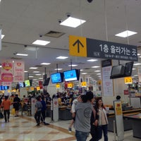 Photo taken at emart by Byeong-jun H. on 5/5/2016