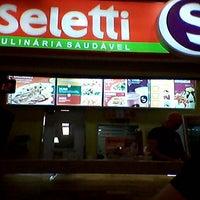 Photo taken at Seletti Culinária Saudável by Thiago L. on 4/16/2013