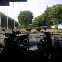 Photo taken at Lapangan sepatu roda GOR Delta Sidoarjo by Dedy S. on 12/5/2014