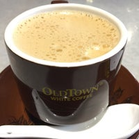 Photo taken at OldTown White Coffee by Shigeharu S. on 1/13/2017