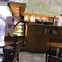 Photo taken at The Coffee Bean & Tea Leaf by Shigeharu S. on 8/24/2016