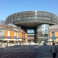 Das Foto wurde bei Rathaus-Galerie Leverkusen von Joey am 3/4/2013 aufgenommen