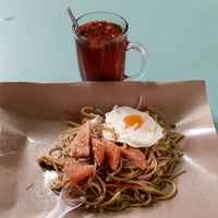Photo taken at Toa Payoh Lorong 8 Market & Food Centre by Tan T. on 11/16/2014