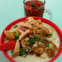 Photo taken at Toa Payoh Lorong 8 Market & Food Centre by Tan T. on 7/2/2015