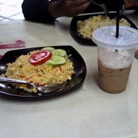 Photo taken at Mie Reman by Dinda M. on 5/6/2014