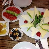 5/9/2013 tarihinde Esra K.ziyaretçi tarafından Sehil Cafe'de çekilen fotoğraf