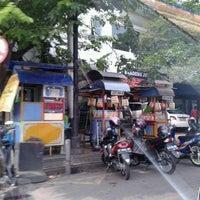 Photo taken at Pusat Oleh-Oleh Khas Semarang by Ayu W. on 12/29/2013