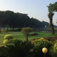 Foto diambil di Jakarta Golf Club (JGC) oleh Tom H. pada 3/6/2016