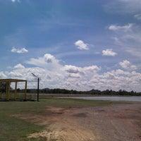 Photo taken at บ่อบำบัดน้ำเสียเทศบาลเมืองจันทบุรี by Highway M. on 5/3/2013