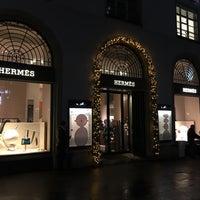 รูปภาพถ่ายที่ Hermès โดย Klavdiia 🐱 เมื่อ 12/8/2017