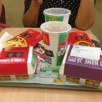 รูปภาพถ่ายที่ McDonald's โดย Thiago T. เมื่อ 5/6/2013